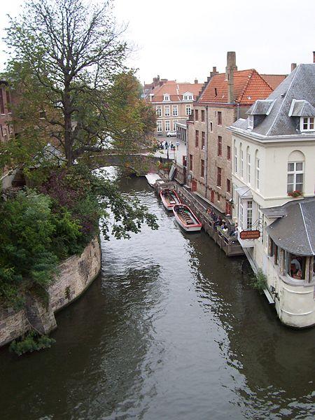 450px-Bruges_canal_corner