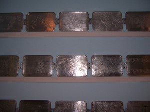 Wall_of_trays